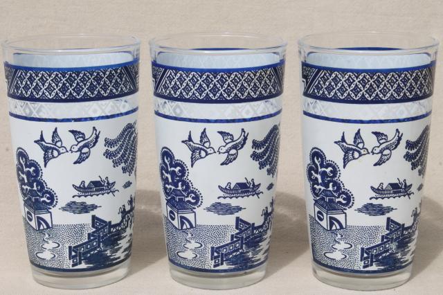 Vintage Blue Willow Pattern Vintage Glassware Collection