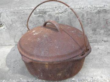 vintage cast iron dutch oven & lid for wood stove/campfire cooking
