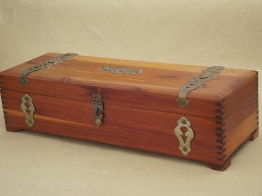 Vintage cedar chest jewelry box a tiny trunk for treasures for Vintage antique jewelry box