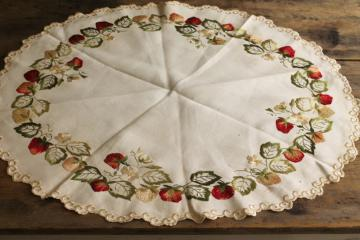 vintage centerpiece w/ rayon embroidered strawberries, scalloped round table topper mat
