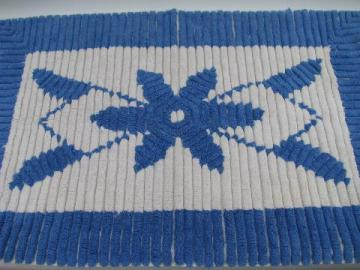 vintage cotton chenille throw rug or bath mat, blue & white flower