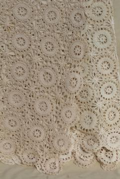 vintage cotton crochet lace bedspread, lacy flower wheels shabby chic cottage style
