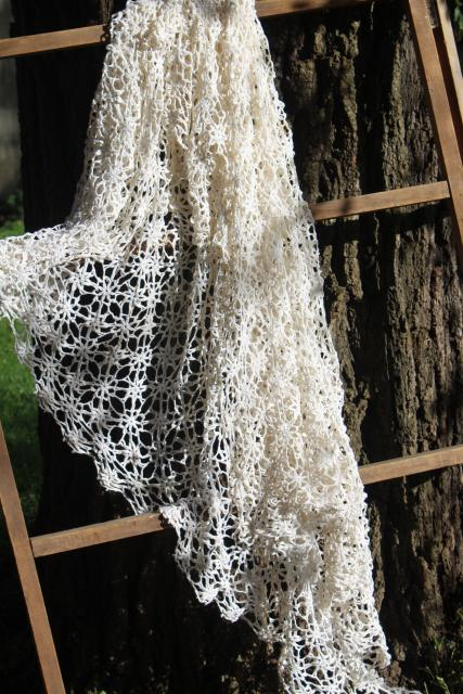 vintage crochet lace bedspread, lacy white cotton cobweb or snowflake pattern