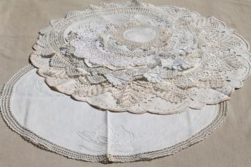 vintage crochet lace doilies & embroidered rounds table mats w/ lacy edgings