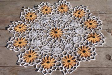 vintage crochet lace flower doily, large table topper w/ lacy black eyed susan flowers