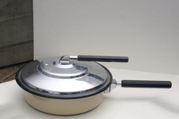 vintage enamelware clad frying pan w/ steam vent lid, fryer for the best fried chicken