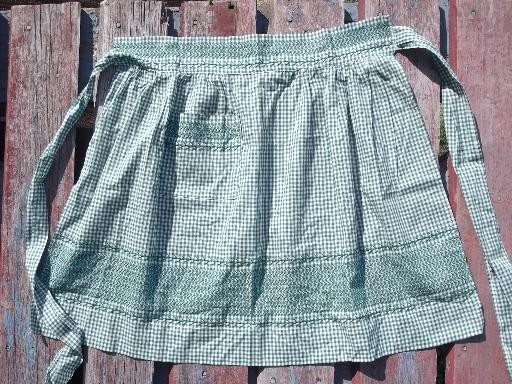 vintage gingham checked half aprons, cute retro country kitchen style!