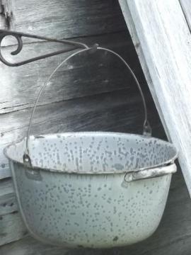 vintage graniteware enamelware kettle, large pot w/ wire bail handle