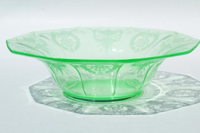 Vintage Green Depression Uranium Vaseline Glass Centerpiece Bowl