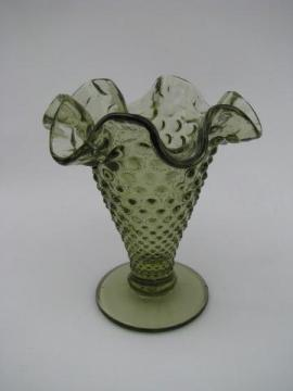 vintage green glass ruffled hobnail pattern Fenton vase