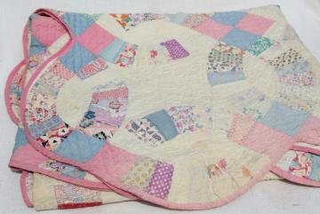vintage hand stitched wedding ring quilt, feed sack fabric w/ cotton prints