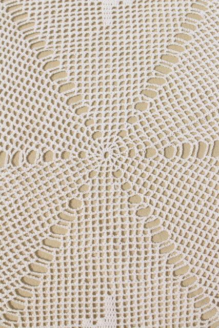 vintage handmade crocheted lace tablecloth, round table cover doily daisies filet crochet
