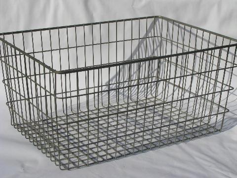 Attirant Vintage Industrial Wire Basket Storage Bin, Retro Modern Factory Machine Age