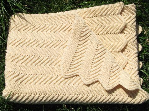 Vintage Ivory Aran Wool Lap Blanket Afghan Throw Chevron Crochet