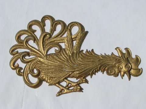 vintage kitchen wall plaques, metal roosters!