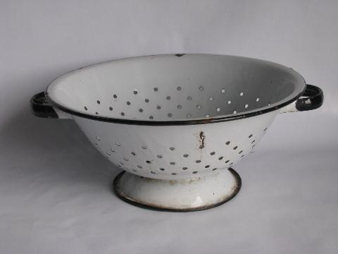 vintage kitchenware colander strainer basket lot old graniteware enamel. Black Bedroom Furniture Sets. Home Design Ideas