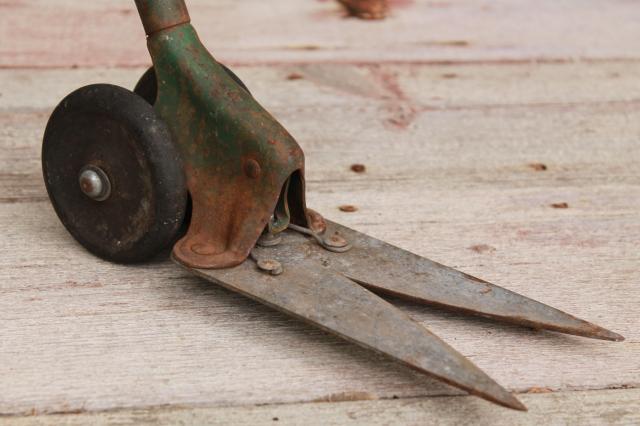 Vintage Long Handled Doo Klip Gr Shears Clippers Mid Century Lawn Garden Tool