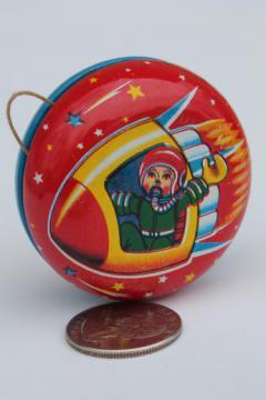 vintage metal yo-yo Made in Japan, tin litho print novelty toy yoyo