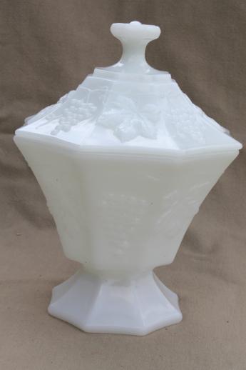 Vintage Milk Glass Lot Anchor Hocking Grapes Pattern Glass Bowls