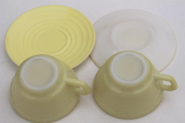vintage pastel colors Hazel Atlas Moderntone platonite glass tea or coffee cups & saucers