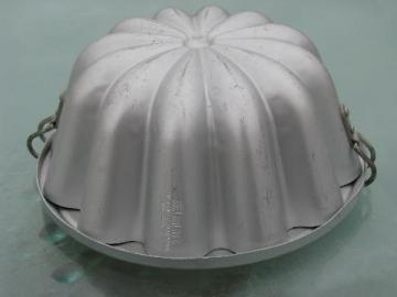 vintage pudding or jello mold, fluted shape aluminum mold w/ cover