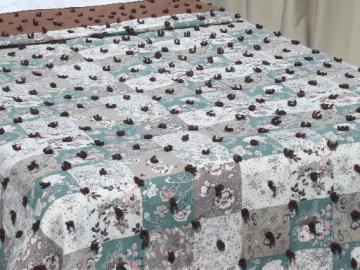 vintage quilt print  bedspread, shabby cottage floral fabric tied quilt