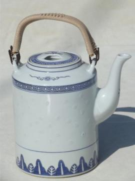 vintage rice china teapot, large blue & white Chinese porcelain tea pot