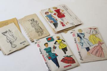 vintage sewing patterns lot, cute pinafore aprons & kitchen / craft smocks