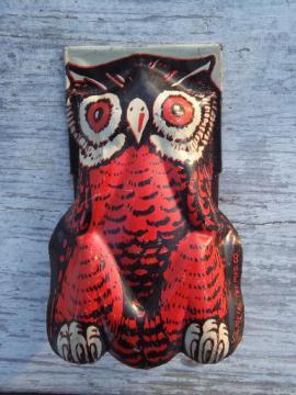 vintage tin litho Halloween clicker toy w/ orange & black wise old owl