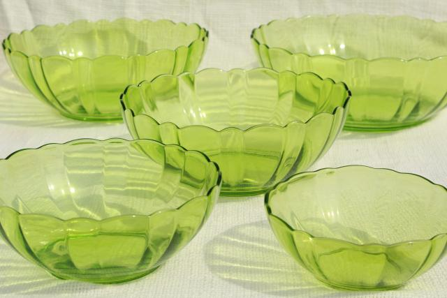 vintage vaseline green glass nesting bowls, mixing bowl nest graduated sizes