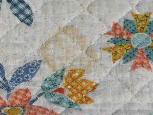 vintage whole cloth quilted cotton bedspread, scallop border album quilt print