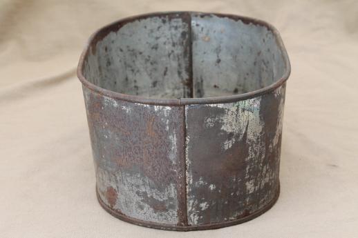 Vintage zinc planter bucket old rusty crusty primitive for Metal bucket planter
