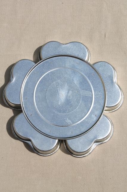 Wheel Of Hearts Baking Pan Small Heart Shaped Tin Molds