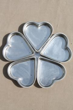 wheel of hearts baking pan, small heart shaped tin molds joined in a circle