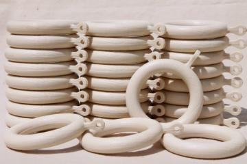 white wood grain plastic curtain hanging rings, big groovy vintage drapery hardware